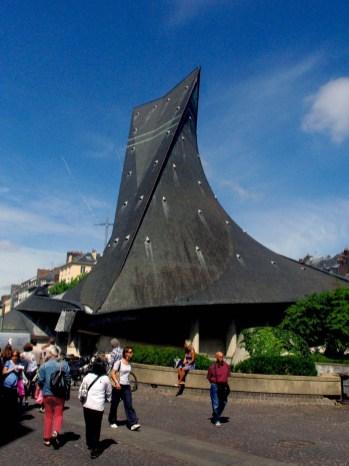 L'extérieur de l'église Sainte Jeanne d'Arc à Rouen © French Moments