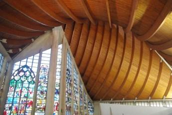 L'intérieur de l'église Sainte Jeanne d'Arc à Rouen © French Moments