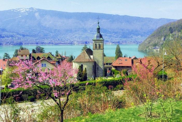 Autour du lac d'Annecy - Vue générale de Talloires © French Moments