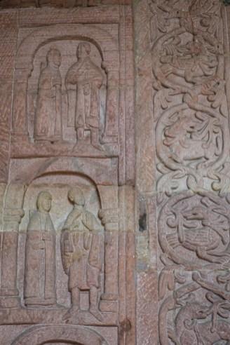 Détail du portail roman de l'église d'Andlau © French Moments