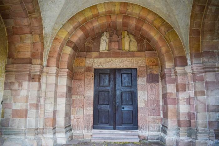 Le portail roman de l'église d'Andlau © French Moments