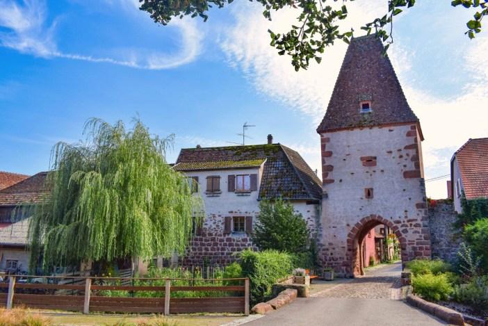Itinéraire touristique d'Alsace - Porte fortifiée à Bœrsch © French Moments