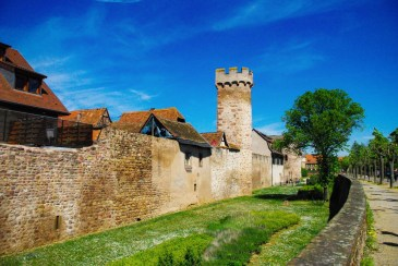Autour de Strasbourg - les remparts d'Obernai © French Moments