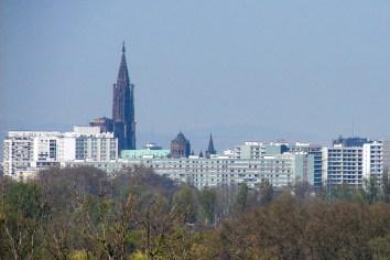 La cathédrale de Strasbourg vue du haut de la Weißtannenturm © H. Helmlechner - licence [CC BY-SA 4.0] from Wikimedia Commons