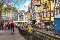 Cycliste à Colmar © French Moments