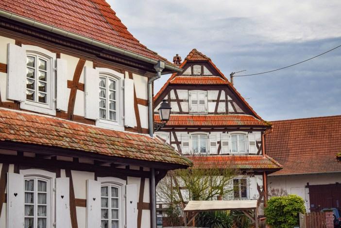 D'autres maisons avec vitres à verre bombé © French Moments