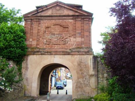 La Porte de Landau à Lauterbourg © peter schmelzle - licence [CC BY-SA 3.0] from Wikimedia Commons