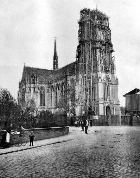 Le clocher de la Gedächtniskirche en construction © http://www.gedaechtniskirche.de