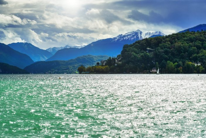 Au bord du Lac d'Annecy © French Moments