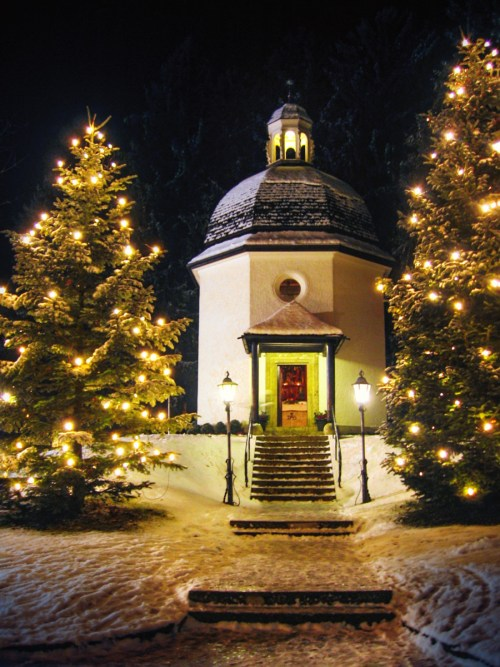 Chapelle Stille Nacht à Oberndorf bei Salzburg © Gakuro - licence [CC BY-SA 3.0] from Wikimedia Commons