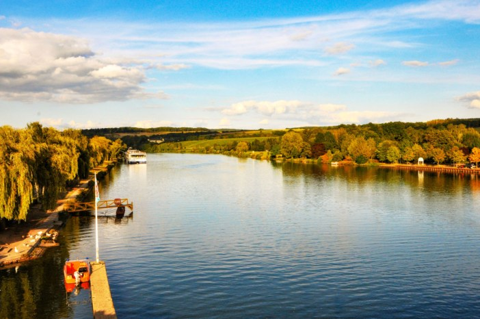 La rivière à Remich. Photo par Jwh [Domaine Public]