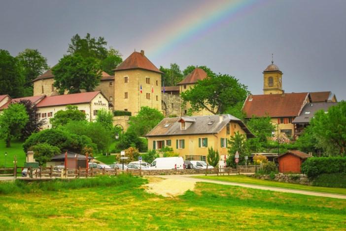 Autour d'Annecy - Le village de Clermont et son château © French Moments