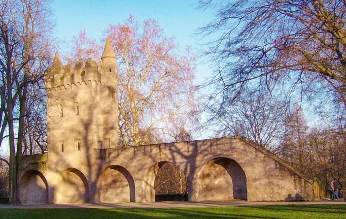 La tour des Païens. Photo : Immanuel Giel [Domaine public]