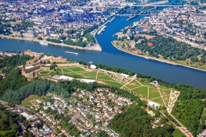 La confluence du Rhin et de la Moselle à Coblence © Holger Weinandt - licence [CC BY-SA 3.0 de] from Wikimedia Commons