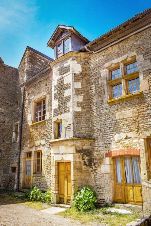 Maison avec tourelle à Châteauneuf © French Moments