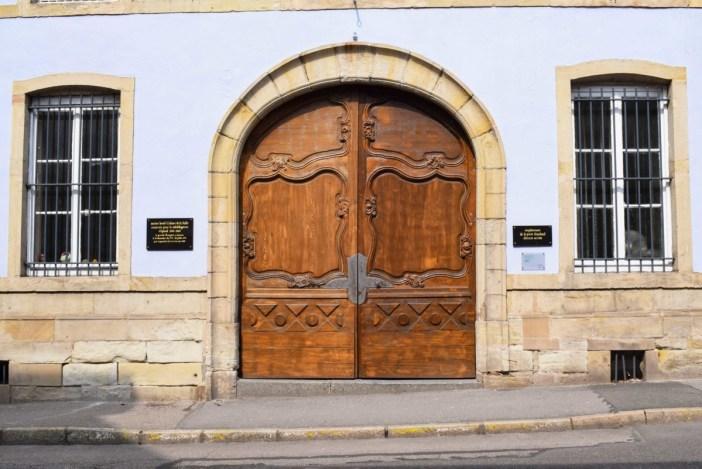 Porte cochère, rue d'Ambrail © French Moments