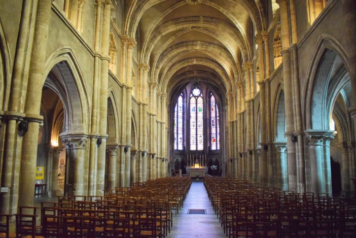 Nef de la basilique Saint-Maurice © French Moments