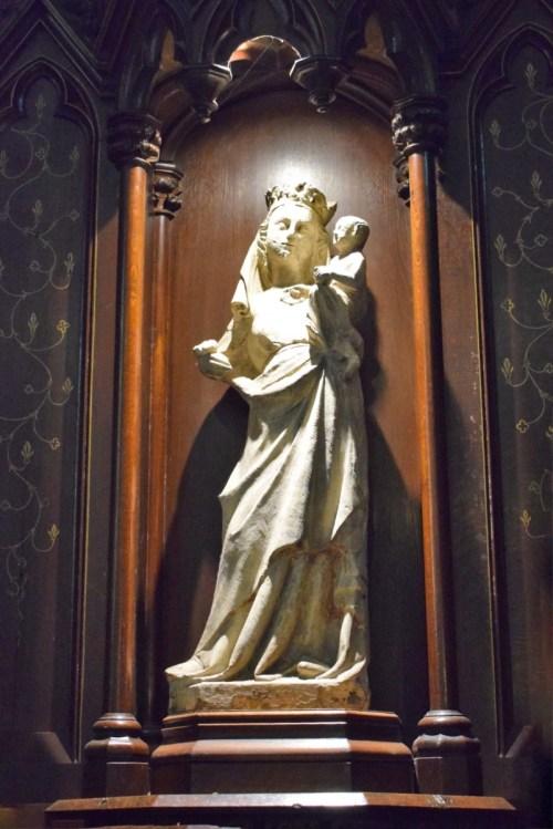 Basilique Saint-Maurice - Statue de la Vierge à l'Enfant(15e siècle) © French Moments