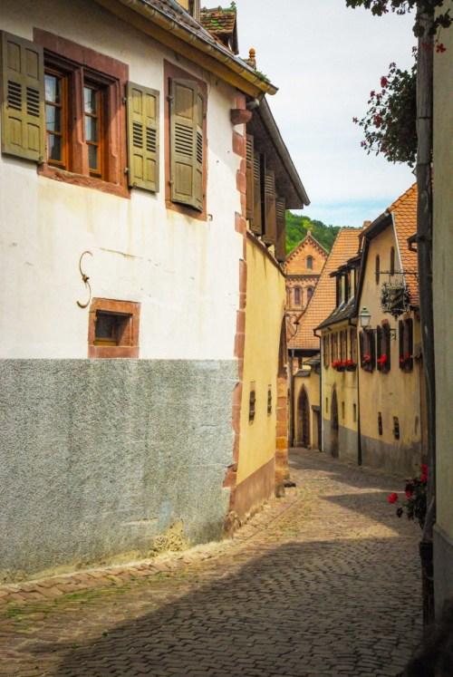 Rue Haute de Gueberschwihr, Alsace © French Moments