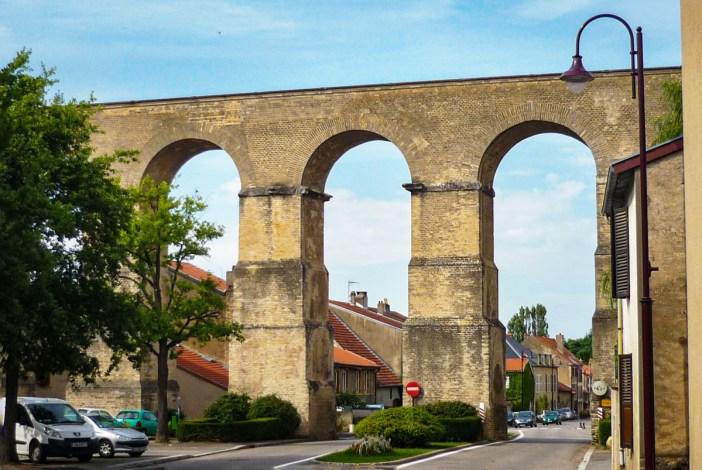 L'aqueduc romain à Jouy-aux-Arches © French Moments