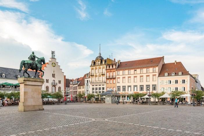Décapole alsacienne - Rathausplatz, Landau in der Pfalz © Tilman2007- licence [CC BY-SA 4.0] from Wikimedia Commons