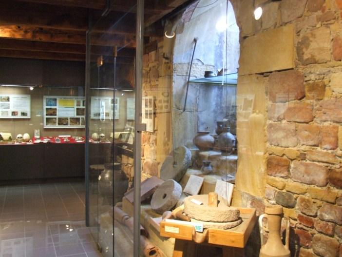 La section archéologique du Musée de la Régence © Stéphane Esquirol - licence [CC BY-SA 4.0] from Wikimedia Commons
