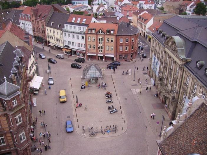 La Postplatz vue de l'Altpörtel. Photo by Immanuel Giel (Public Domain)