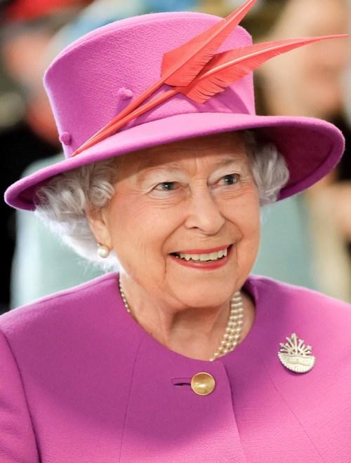 Elizabeth II en France. Photo By Joel Rouse (Ministry of Defence), and nagualdesign, OGL 3