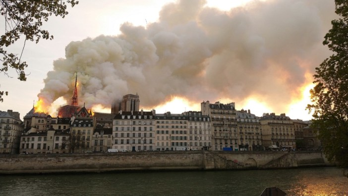 Notre-Dame de Paris Incendie 15 avril 2019 19h32 © Cilcée - licence [CC BY-SA 4.0] from Wikimedia Commons