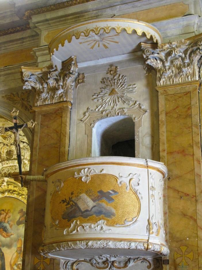 La chaire à prêcher de l'église. Photo: Tangopaso (Public Domain)
