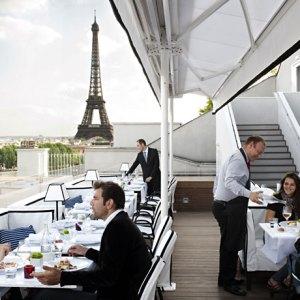terrace restaurant parisien tour eiffel
