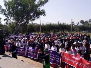 ပေါဲဓမံက်ထ္ၜးဂၞပ်စိုတ်ဆန္ဒ သွက်ပရေၚ်ၜိုဟ်လလမ် ပ္ဍဲမတ်မလီု (Facebook)