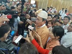 သ္ကိုပ်ဝန်ဇၞော်တွဵုရးမန် ဒံက်တာအေဇြာန် ကေုာံ သၟာပရိုၚ်ဂမၠိုၚ် (Internet)