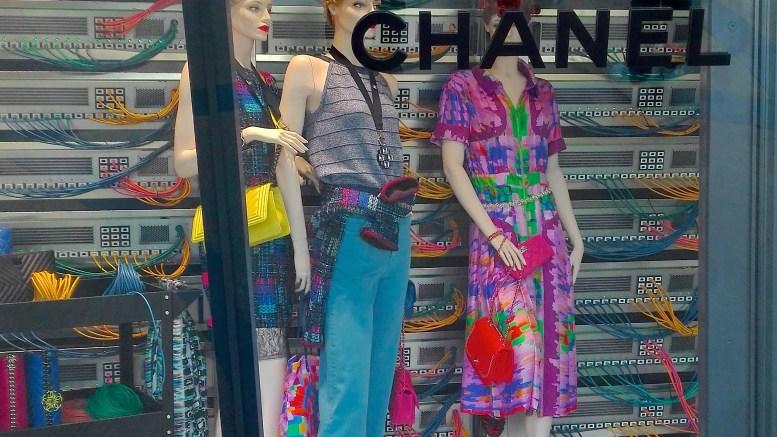 Le vetrine della Boutique Chanel sulla piazza del Casinò di Monte Carlo.