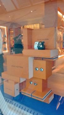 Le vetrine della Boutique Louis Vuitton sulla piazza del Casinò di Monte Carlo.
