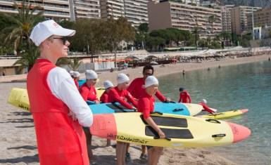 La Principessa Charlene con gli allievi delle scuole di Monaco nel corso di un'iniziativa di prevenzione sul'annegamento della Fondazione Principessa Charlene di Monaco.