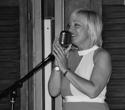 Paola, figlia di Ermanno Melato, fratello della grande attrice Mariangela Melato, è store manager a Monaco ed appassionata di canto
