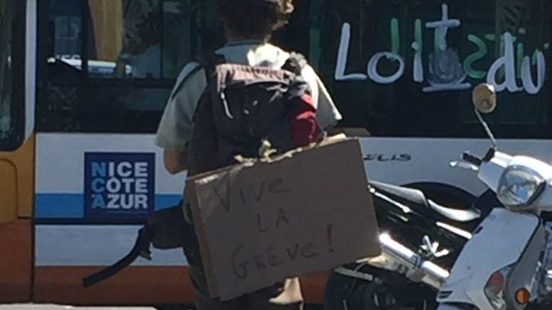 A Nizza scritte su bus e tram contro la legge del lavoro