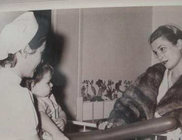 La Principessa Grace di Monaco in una delle fotografie sulla storia del Centro Ospedaliero Princesse Grace esposte a luglio del 2017