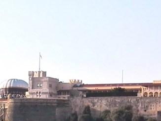 Una Mongolfiera Stamane Accanto al Palazzo del Principe di Monaco