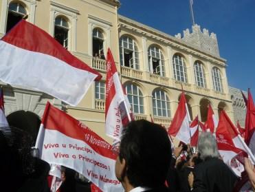 Oggi ricorrono i 60 anni del Principe Alberto di Monaco: nella foto il popolo in festa durante una recente Festa Nazionale monegasca