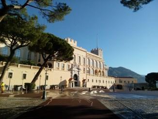 Incontri dei Siti Storici Grimaldi di Monaco: Spettacoli e Giochi ad Inizio Estate nella Piazza del Palazzo