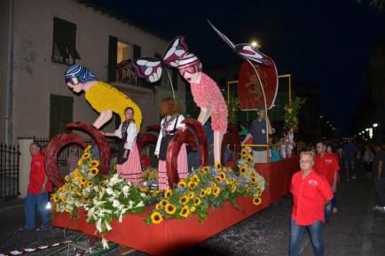 """Carri e Bambini """"Armati"""" di Coriandoli nella Battaglia di Fiori Kids di Ventimiglia"""