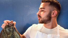 """Diego Pani: L'arte Culinaria della Riviera; """"Un bravo chef? Conquista con una Semplice Pasta al Pomodoro""""."""
