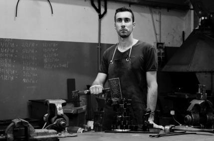 Stefano Robiglio: il Mestiere del Fabbro Diventa Arte nella Biennale Internazionale al Metropole di Monte Carlo