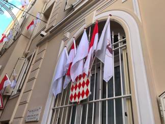 La famiglia del Principe e tante bandiere per la Festa Nazionale di Monaco