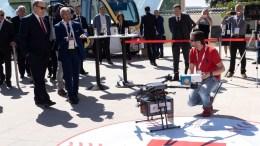 Ever Monaco 2019: Un Pacco di Barbajuans Consegnato dalle Poste con un Drone in Presenza del Principe Alberto