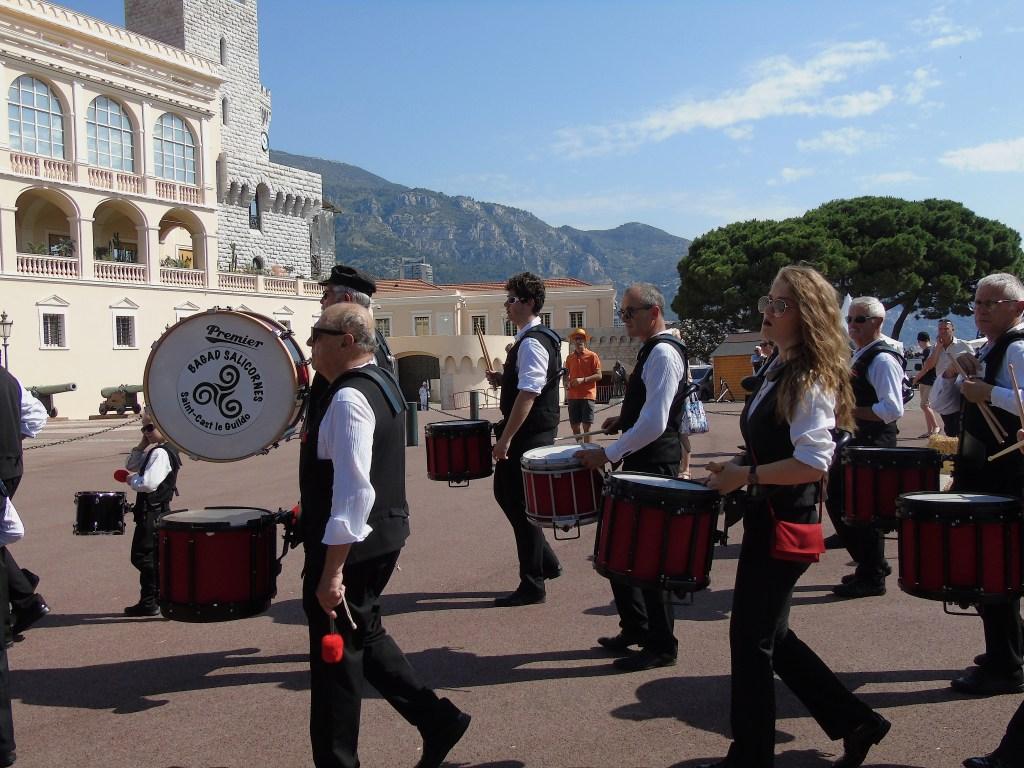Due Giorni di Storia e Folklore sulla Piazza del Palazzo del Principe Di Monaco