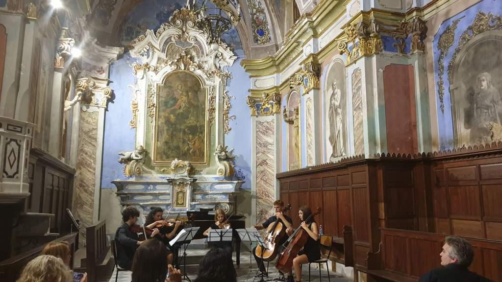 Perinaldo Festival: Musica Su e Giù per il Borgo Medievale che Piace anche ai Turisti Stranieri