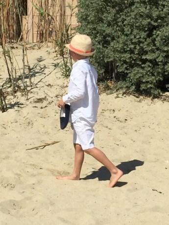 Walking barefoot on the sand @CelinaLafuenteDeLavotha